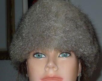 Sweet  preowned gray (multi-tones)opossum fur hat  in excellent condition  S/M