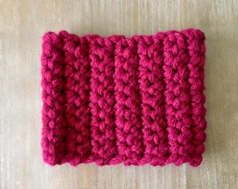 Giant finger crocheted cowl/chunky handmade cowl/dark pink cowl