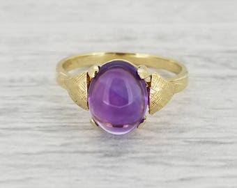 Amethyst cabochon in vintage gold ring