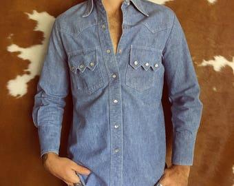 Men's Wrangler Button Down Denim Shirt with Pearl White Snaps Jean Long Sleeve Shirt Size 36 S/M