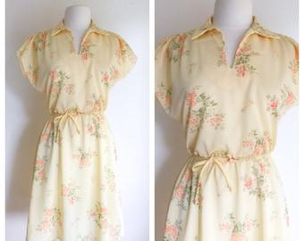 Yellow Floral Dress / Medium Dress / Vintage Dress / Peach Floral Dress / Vintage Clothing / Summer Dress / Dresses / Women's Clothing