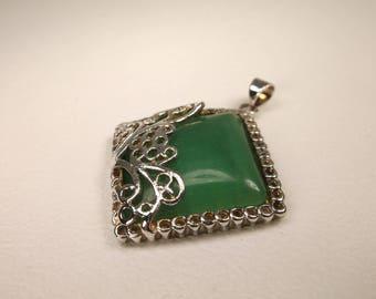 Gorgeous Vintage Sterling Silver Green Gemstone Pendant 925