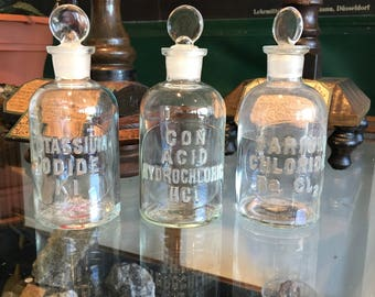 Antique bottle of laboratory glass stopper, bottle embossed, rest only barium