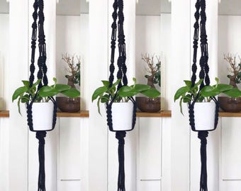 Hanging planter in black macramé - Bohemian decor