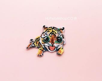BABY TIGER -- Handmade Embroidered Patch Brooches Pins/Fabric Badge/Iron-On Patches/Pet/Animal/Wild/Tigers/Cutie/Cat/Jungle