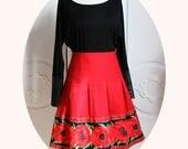 Jupe courte coton rouge et galon coquelicots, jupe trapeze evasee rouge a coquelicots,jupe a plis rouge en coton, jupe courte coquelicot
