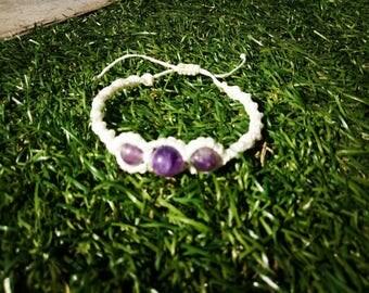 White macrame bracelet with Amethyst