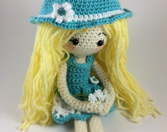 Crochet Doll Pattern with changeable clothes