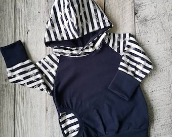 Scalable Hoodie - metal feathers on striped background - Navy Blue