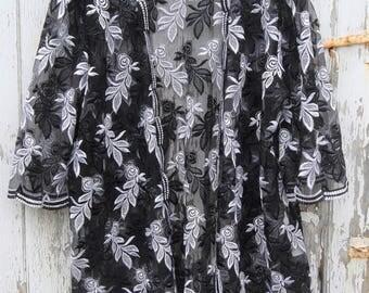 Vintage 80s do 20s Flapper Black White Embroidered Lace  Kimono Dress Top Coat Jacket  Size  S / M