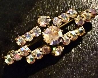 Vintage Diamante rectangular Brooch. Silver tone purple  brooch.