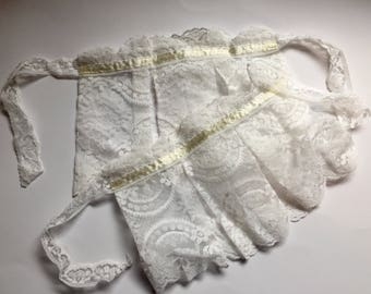White pleated lace wrist cuffs