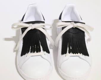 Fringed black leather shoe laces