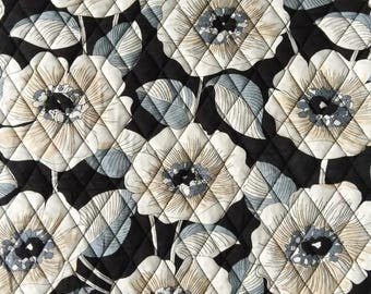 """Double Sided Quilted Fabric Square 45x45cm(17""""x17"""") QF025_White Floral on Black Circle"""