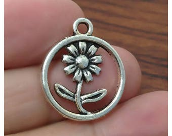 SET of 10 charms in Silver Circle (D55) Daisy Daisy flower