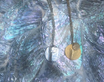 Chain necklace with disc pendant
