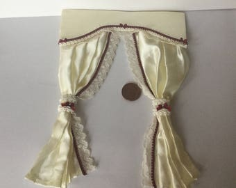 Dollshouse Miniature 1: 12 scale cream lace edge curtains with burgundy trim