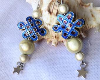 Boucles d'oreilles en émaux, noeud de l'éternité, étoile, crochets en argent pur
