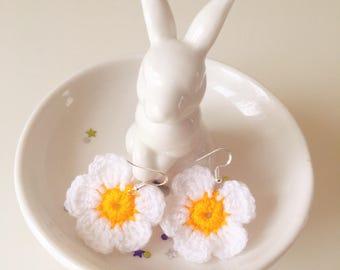 Daisies earrings, crochet earrings, festival earrings, festival jewellery, Mother's Day gift. Handmade.