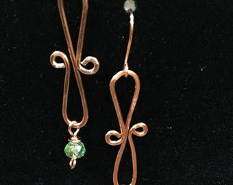 Copper wire earrings with green crystal