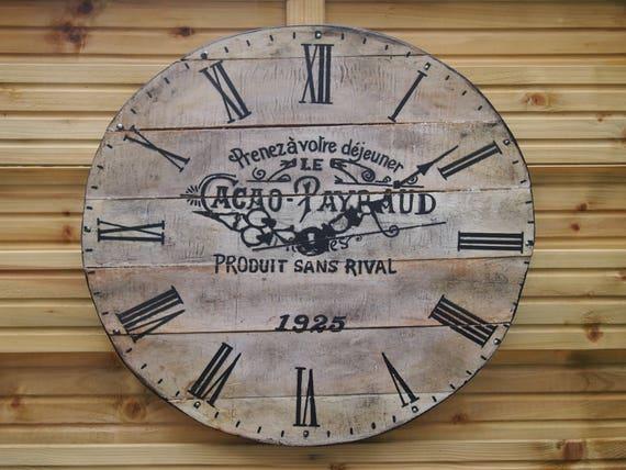 articles similaires horloge en bois de palette sur etsy. Black Bedroom Furniture Sets. Home Design Ideas