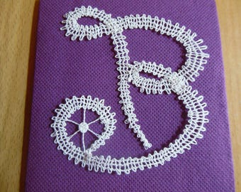 Initial in bobbin lace