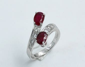 18 kt white gold ring with ruby and diamonds, handcrafted