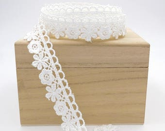 3/4 inch Lace. By The Yard. Flower Scallop Ribbon. Lace Trim. Bridal. Wedding. Gift Wrap.