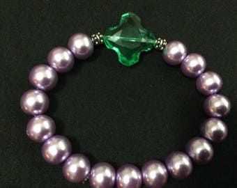 Stretchy lavender and green glass beaded bracelet
