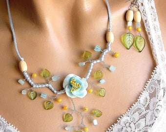 This jewelry set blue floral and yellow