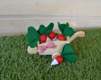 My small crop of radishes/game/imitation radishes in felt/wheelbarrow wood topped with felt radish / my garden/decoration