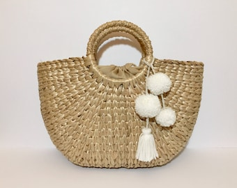 Natural raffia woven tote bag