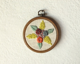 Floral / Flowers and leaves / Hand embroidered hoop art / wall decor