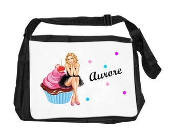 Handbag cake personalized with name