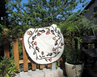 "Folk art ""birds round"" tablecloth"