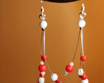 Earrings in coral and white howlite