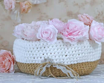 basket crocheted in linen thread and white cotton tape