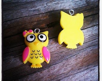 set of 2 owls charms resin 25 x 16mm