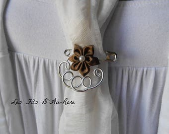 Brooch with Brown satin flower