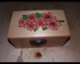 Pirografata and hand-painted jewelry box storage box