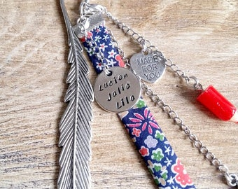 Feather bookmark featuring a medal round to customize: choose the words to engrave. Made for you. Custom engraved