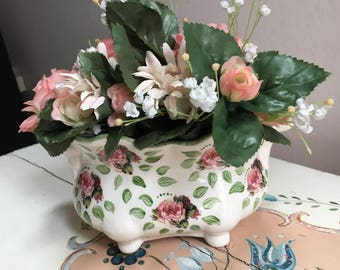 Small planter/pot decorated porcelain pink and green