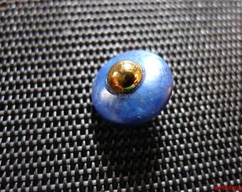 12 vintage buttons lue plastic