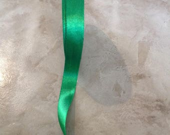 Iridescent - 15 mm - Green satin ribbon