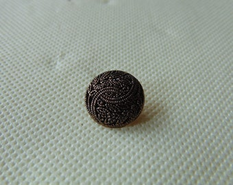 Metal button with pattern sheet