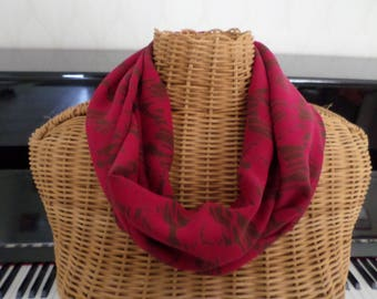 snood fuchsia with Brown patterns (like roses)