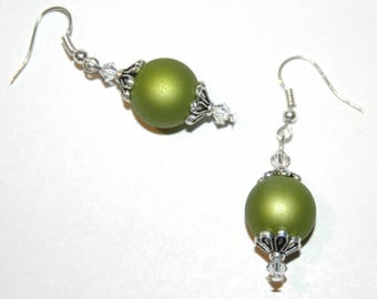Green round beads earrings