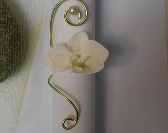 Round lime green and ivory napkin with Orchid - table Decoration