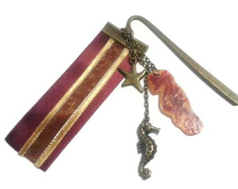 Seahorse graphic bronze metal bookmark
