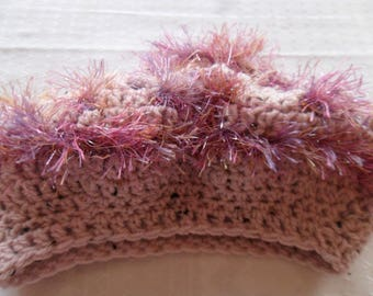 beret crocheted in wool and fur rose point lace